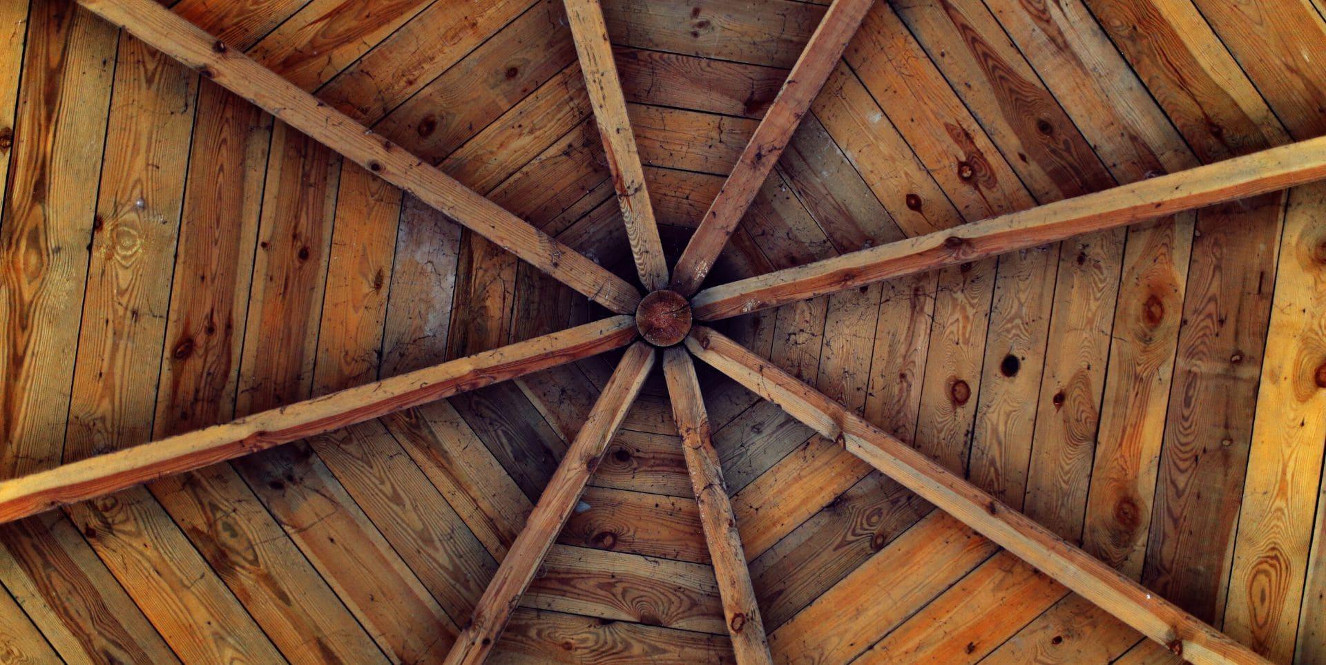 Cubrir el techo con paneles sandwich contra el fuego